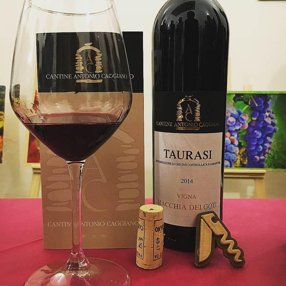 Degustando il vino rosso Taurasi Vigna Macchia dei Goti 2014, Antonio Caggiano