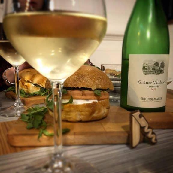 Degustazione del vino bianco Grüner Veltiner Landwein 2015, Bründlmayer