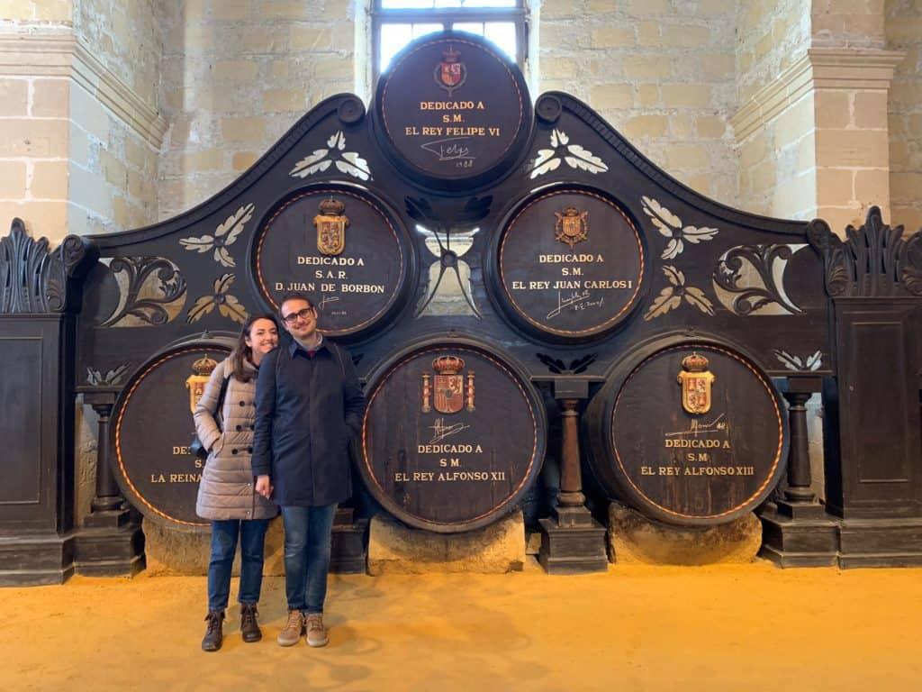 La famiglia reale spagnola con le botte di Sherry loro dedicate
