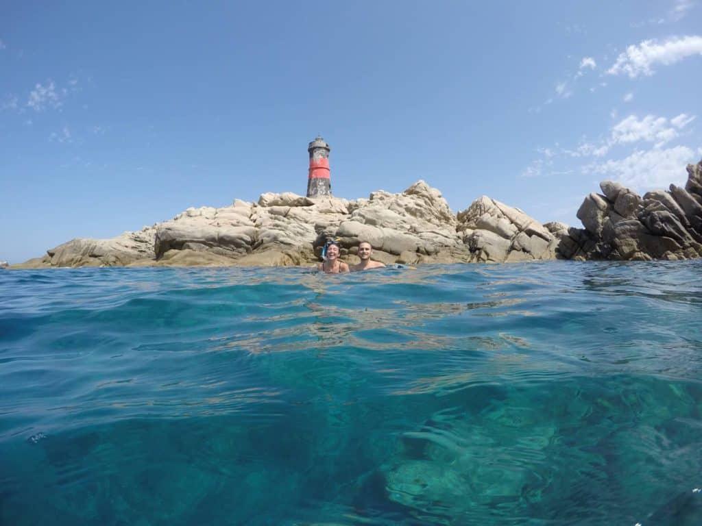 Veduta subacquea del Faro di Barrettini nell'arcipelago della Maddalena