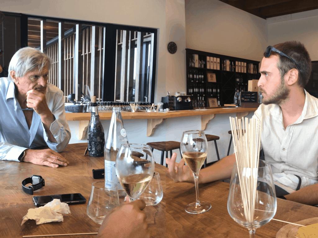 Luigi Decanto parla con Pierluigi Lugano delle cantine bisson