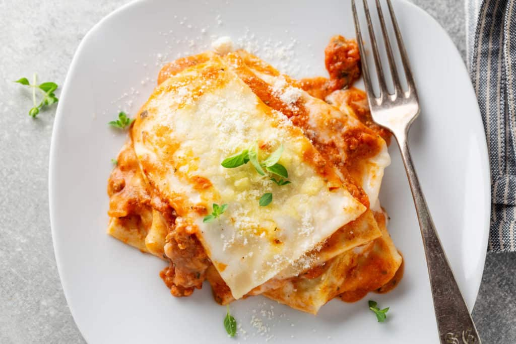 lasagne alla bolognese e vino